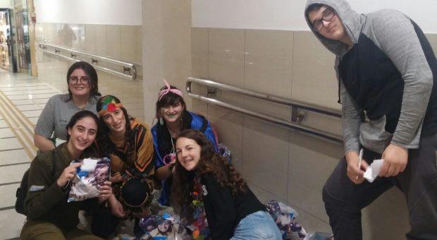 קבוצת נוער'אחרי' יוצאים לשמח בבית חולים